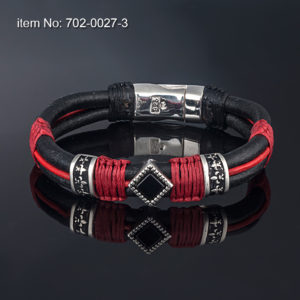 Sterling silver bracelet with black onyx motif (12 mm) surrounded by two Fleur-de-lis bands. Genuine leather