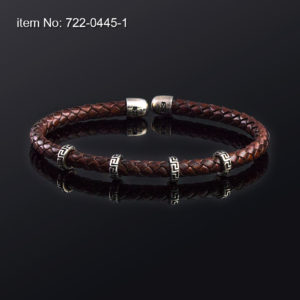 Sterling silver bracelet with motif meandros and with 5 mm genuine braided leather. Brown