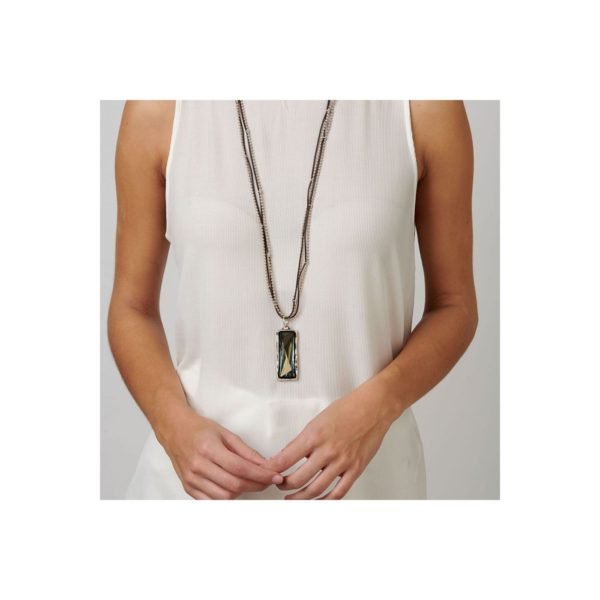 Woman necklace featuring a Swarovski® Crystal. With multiple strands in leather and silver-plated beads.