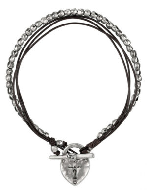 Woman leather choker featuring a padlock pendant in silver-plated metal alloy.