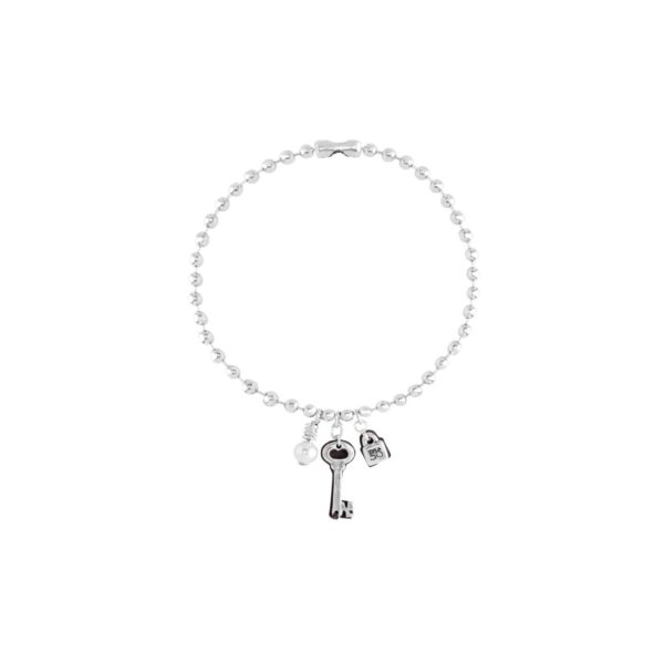15-micron silver-plated ball chain necklace with pearl and lock & key pendants, two iconic elements of the brand. A unique design with personality that reflects the conceptual and independent style characteristic of UNOde50. Handmade in Spain, like all of the brand's pieces.