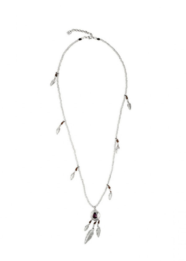 Long necklace composed of multiples silver plated pieces and a feather shaped as a medallion. It also includes small silver plated charms and little feathers. A fun jewel that you can wear daily and with which you become the center of all glances.