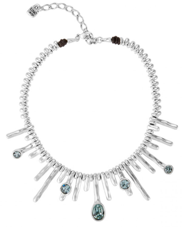 Silver plated short necklace composed by a row of delicated SWAROVSKI® crystals of blue and Indian colors, evoking the night and its light in the sea. An exclusive jewel made in Spain by UNOde 50 and inspired in a sophisticated and cool women which you can wear with your casualest looks. A design made 100 % handmade way.