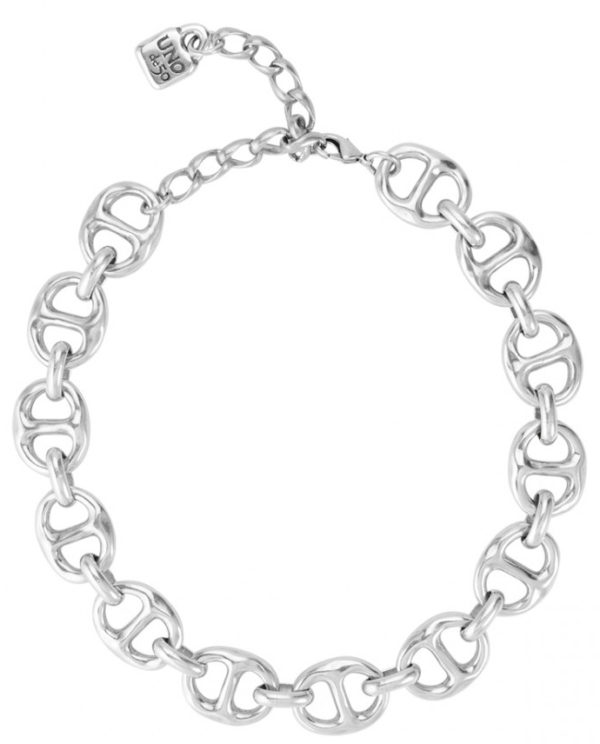 Short silver-plated necklace, casual style and composed of a succession of double links. A timeless piece that you can wear daily and at night. A jewel made to an activ and fashionist woman. A design made in Spain by UNOde50 and in a 100% handmade way.