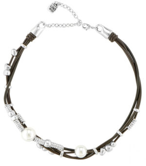 Beautiful flexible short necklace combining intertwined brown leather straps with elements plated in silver, adorned with a multitude of pearly stones. Comes with a comfortable adjustable clasp using a unique UNOde50 design, making this piece a perfect complement for any occasion. Crafted 100% by hand in Spain.