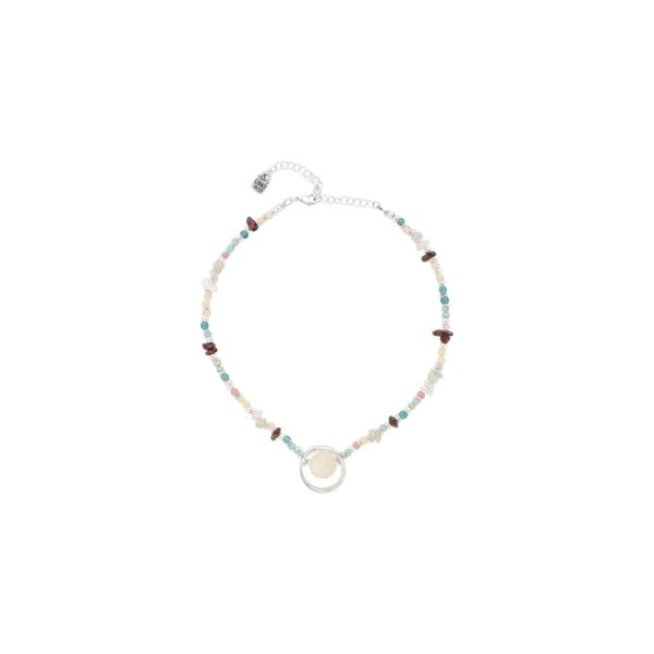 Exotic silver-plated midi necklace, adorned with handcrafted crystals in pastel colour, the combination of which is reminiscent of the beauty of natural stones. This jewel consists of several handmade stones with a pearly charm that stands out as the talisman of this piece. It is made in Spain, by UNOde50, and 100% handmade.