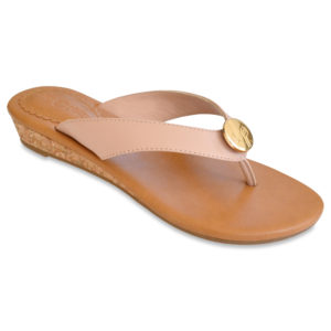 The Guinevere Blush is a 1″ cushioned wedge sandal with an all leather upper and interchangeable snap.