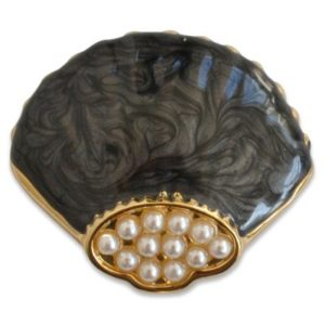 The Keilah snap is a black mother of pearl enamel seashell snap with pearls and gold accents.
