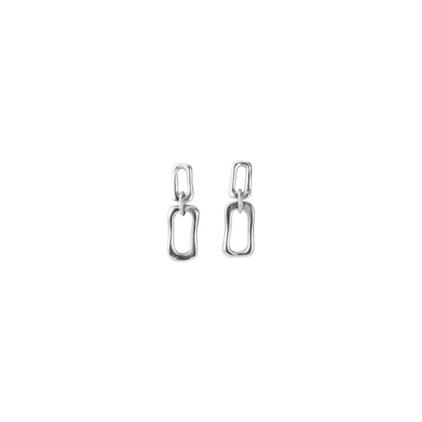 Original semi long earrings composed of rectangular link chains, in different sizes and overlayed. A trendy style jewel which you can wear in any occasion and will not go unnoticed.A piece made in Spain by UNOde50 and 100% handmade.