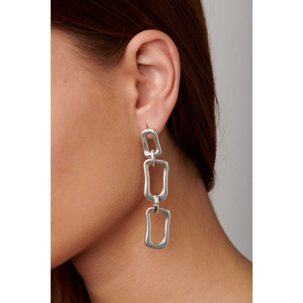 Long earrings, silver plated, composed of multiples rectangular link chains which are overlayed. A boho chic style jewel to wear in any occasion this season. A piece made in Spain by UNOde50 and 100% handmade.