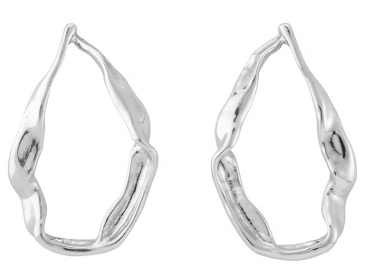 Silver plated maxi earrings in the shape of a candle. A jewel that remind us the big ships that started crusades in search of valuables treasures. A trendy style jewel made to an active woman and which you will be the center of attencion. A design made in spain by UNOde50 and elaborated in a 100% handmade way.