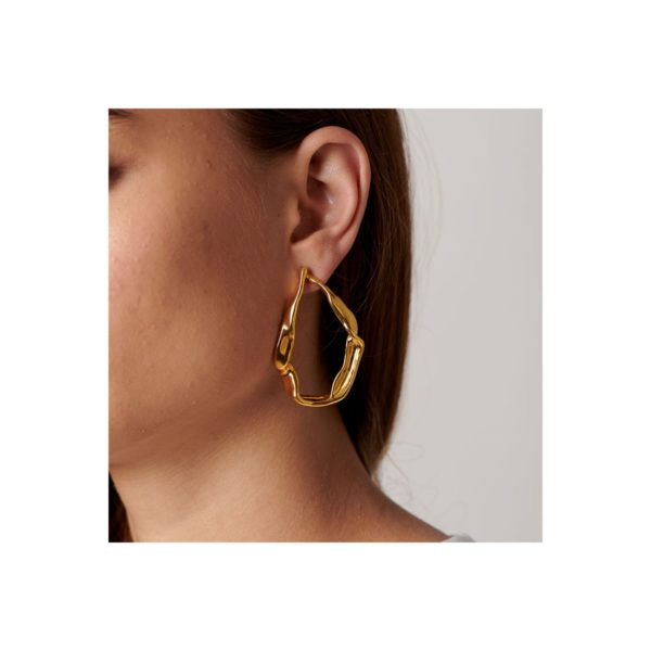 Original gold plated maxi earrings in the shape of a candle. A jewel inspired by big ships that start crusades in search of valuable treasures. A casual style piece made to a cool woman who loves fashion. A design made in Spain by UNOde50 and 100% made by hand.