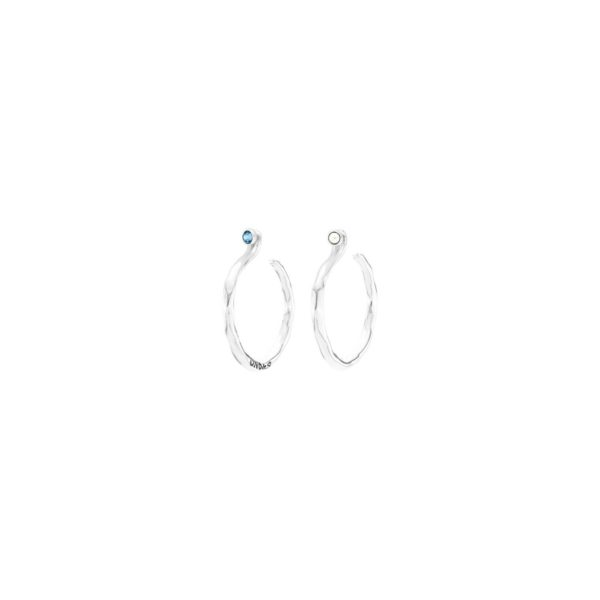 Hypnotic silver-plated hoop earrings adorned with SWAROVSKI® ELEMENTS crystal stones in two colours, white and blue, inspiring calm and tuning in to nature. It is an ideal design for the most balanced personalities and they match with any daily outfit. It is made in Spain by UNOde50 and 100% handmade way.
