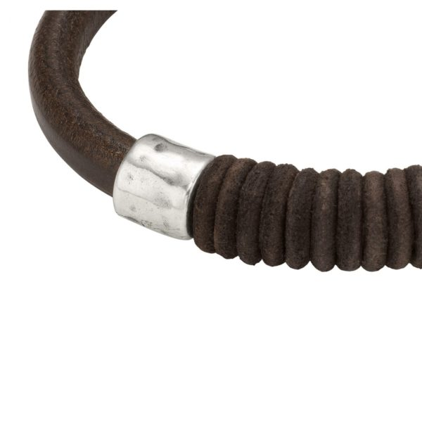 Man leather bracelet featuring washer and clasp in silver-plated metal alloy.