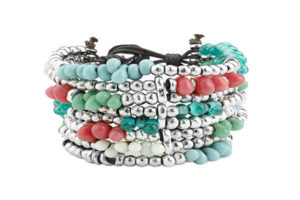 Inspired by boho chic style decorated with the typical silver-plated pieces elaborated by UnoDe50 and handmade crystals in turquoise, green and coral tones.