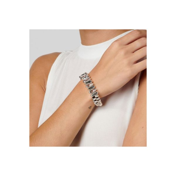 Simple bracelet composed of multiple silver plated pieces and a succession of SWAROVSKI® crystals of gray and pink colors in the form of facing petals. A limited edition jewel that will be difficult for you to go unnoticed. An unique design by UNOde50, made in Spain and 100% handmade.