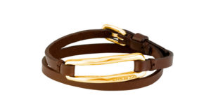 Two turns bracelet, with brown leather base, which includes a rectangular golden plated chain link.