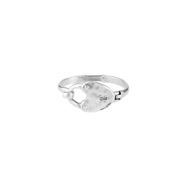 Rigid bracelet, silver plated, that includes an original closure in the central part in the shape of heart padlock. An special jewel to unique woman which you can wear daily. A piece made in Spain by UNOde50 and 100% handmade way.
